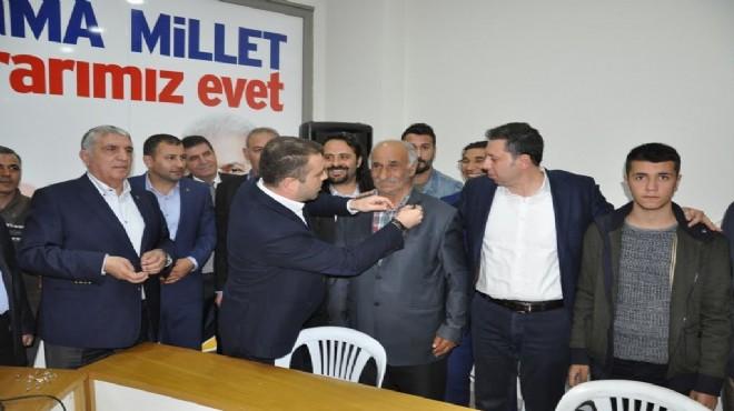 AK Parti Buca'da rozet günü: 105 'evet' transferi!