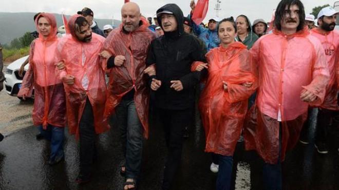 AK Parti'de 'yürüyüş' anketi: Doğru tavır...