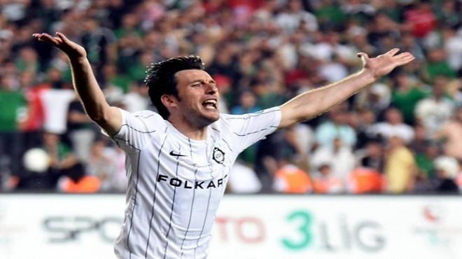 Altay'da şok: Futbolu bıraktı!