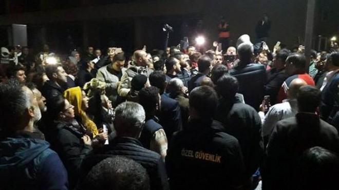 Ankara Büyükşehir Belediyesi önünde gece yarısı hareketlilik