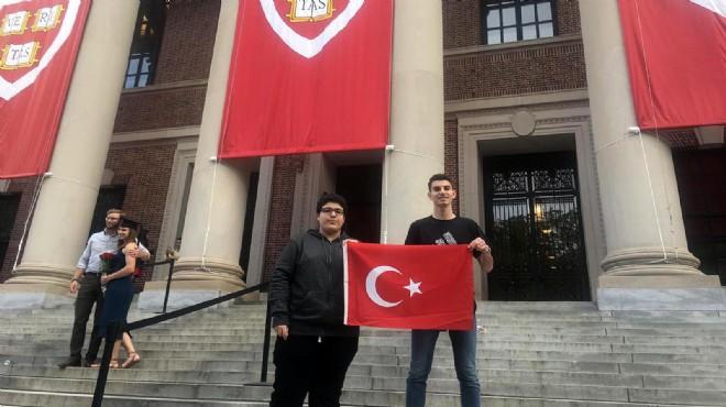 Bayraklı'nın gururları Harvard kürsüsünde!
