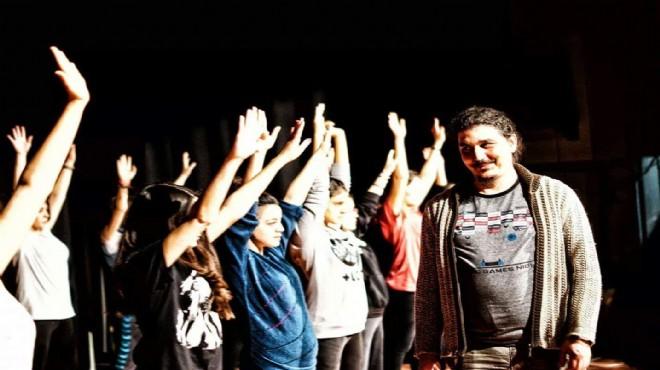 Bergama Belediyesi Şehir Tiyatrosu'na büyük onur