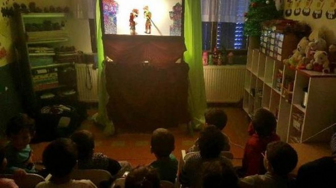 Bergama'da anaokulu çocukları 'Hacivat-Karagöz' ile tanıştı