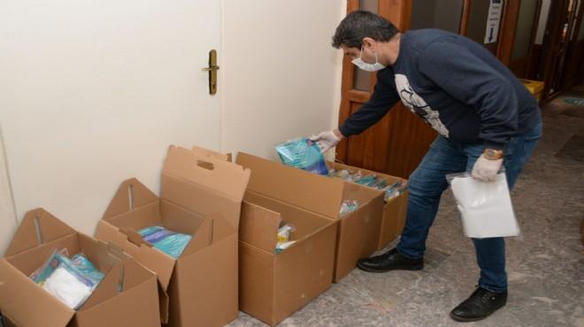 Bergama'nın 137 muhtarına Covid-19 sağlık paketi