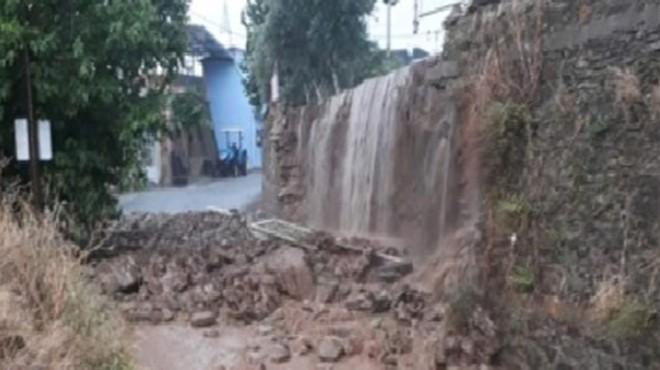 Beydağ'da sağanak nedeniyle okul duvarı çöktü