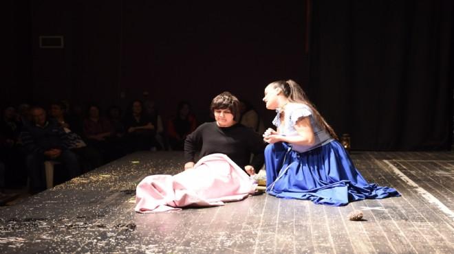 Bornova'da 'Kadın Savaşları' oyununa yoğun ilgi