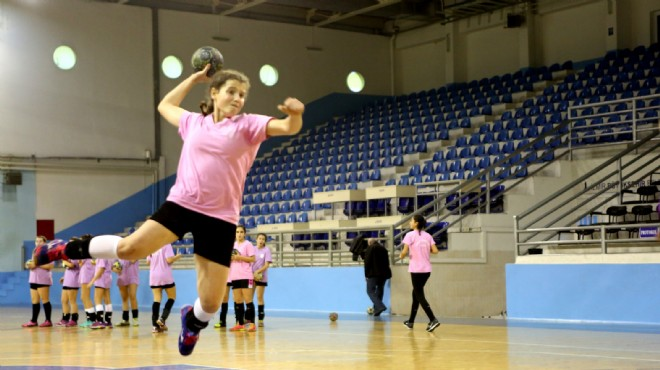 Bornova'da 'uçan kızlar'ın hayali Süper Lig