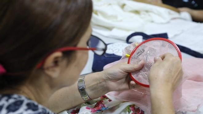 Bucalı kadınlara biçki nakış terapisi