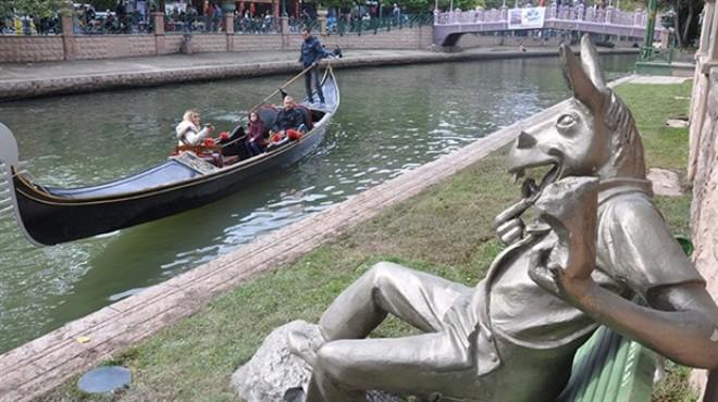 Büyükerşen'den çevreyi kirletenlere 'eşekli heykel' tepkisi