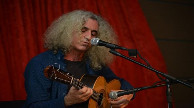 Çiğli'de Ahmet Aslan konserine yoğun ilgi