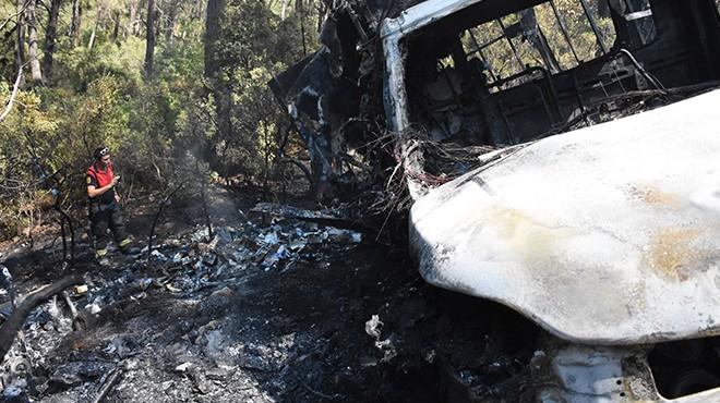 Devrilen kamyonette başlayan yangın ormana sıçradı