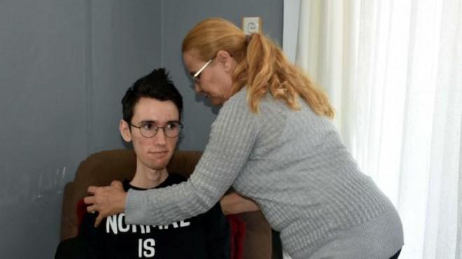 DMD hastası Hasan evde fizik tedavi istiyor