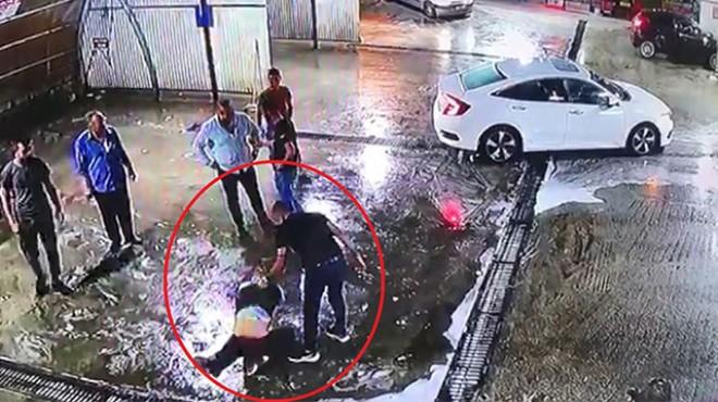 Dövülerek araçtan atıldı, başka otomobil çarptı!