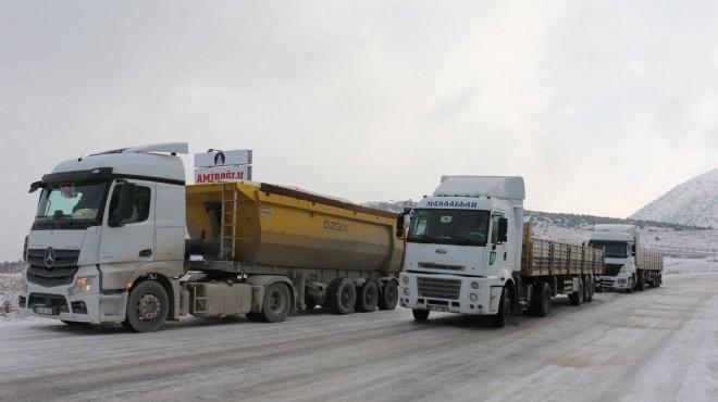 Ege'de kar çilesi! Araçlar yollarda kaldı!