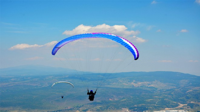 Ege'nin rüzgarlı dağı: 150 kilometrelik paraşüt yolculuğu