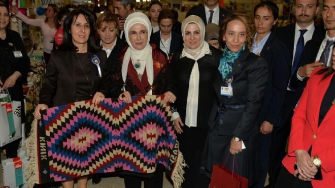 Emine Erdoğan, Kınık kilimlerine hayran kaldı