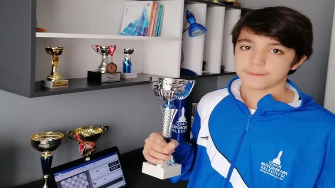 'Evde kal' sloganıyla satranç: Online turnuvada şampiyon İzmir'den!