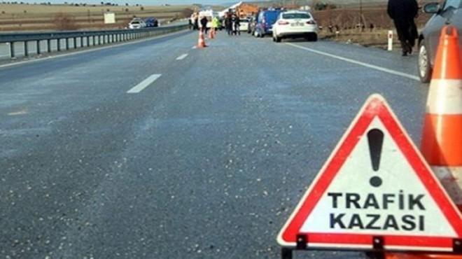 Feci kaza: Minibüs kamyona çarptı!