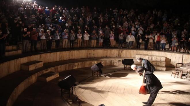 Genco Erkal'dan Selçuk'ta muhteşem performans