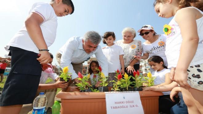 Güzelbahçe'de  çiçekler çocuklarla hayat buldu