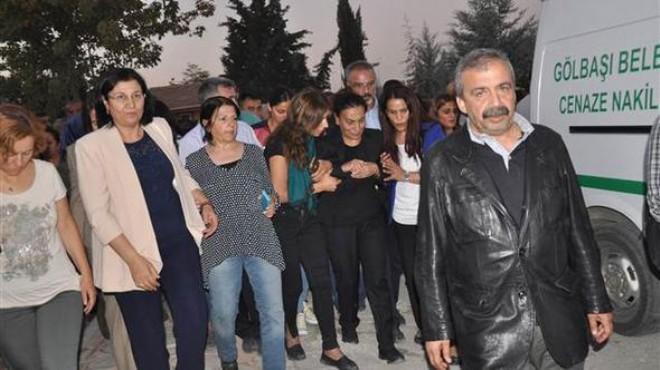HDP'li Tuğluk'un annesinin cenazesine saldırı!