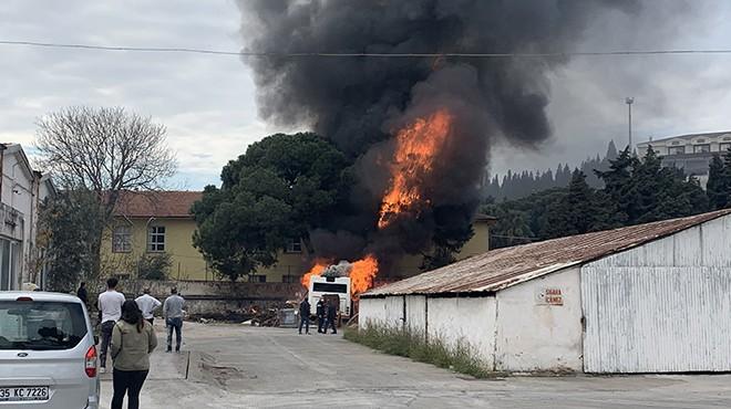 Hurda otobüs alev alev yandı!