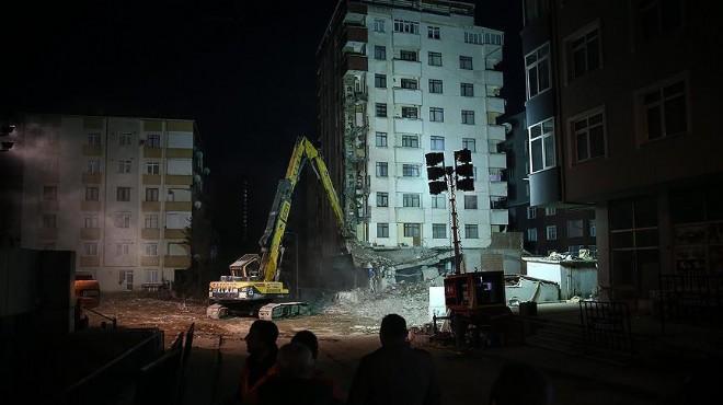 İstanbul'da çöken binanın yanındaki riskli yapılar yıkılıyor