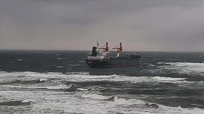 İstanbul'da karaya oturan gemi kurtarıldı