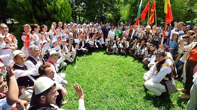 İzmir'de 15'inci kez Halk Dansları Festivali