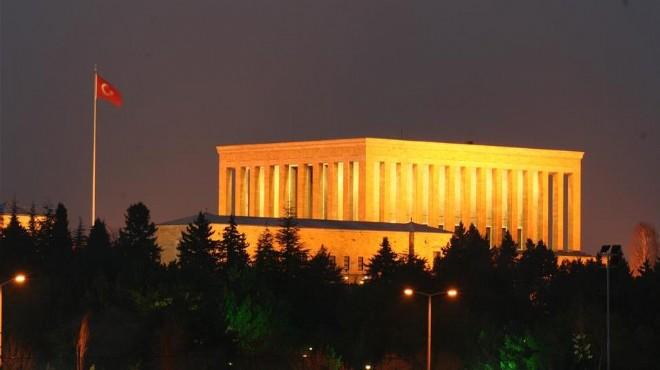 İzmir'de 'Anıtkabir' bölünmesi: Başkanlar aynı gün oradalar fakat…