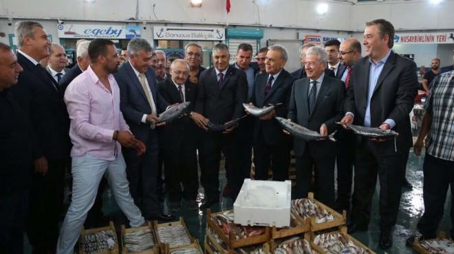 İzmir'de balık sezonu töreni: Protokolden çekişmeli mezat!