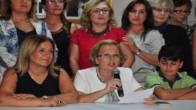 İzmir'de CHP'li kadınlardan müfredata tepki