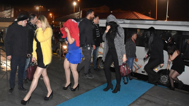 İzmir de fuhuş baskını: Sokak başlarına gözcü yerleştirmişler!
