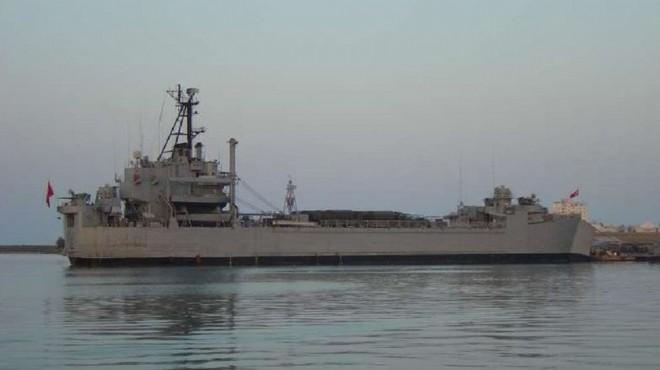 İzmir'de gemide korkutan yangın: Askerler hastanelik oldu!