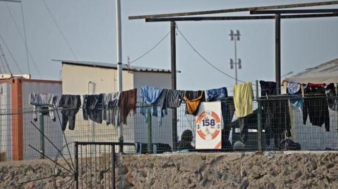 İzmir'de 'göçmen' operasyonu: 52 kişi gözaltına alındı