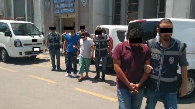 İzmir'de kalpazan operasyonu: Evlerinde FETÖ kitapları çıktı!