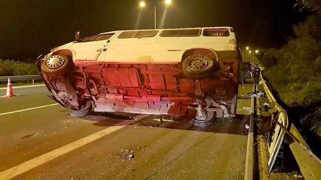 İzmir'de lastiği patlayan minibüs devrildi: 4 yaralı!