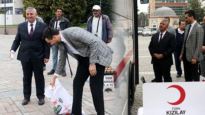 İzmir'de MHP'liler sokak hayvanlarına yem bırakıp kan bağışında bulundu