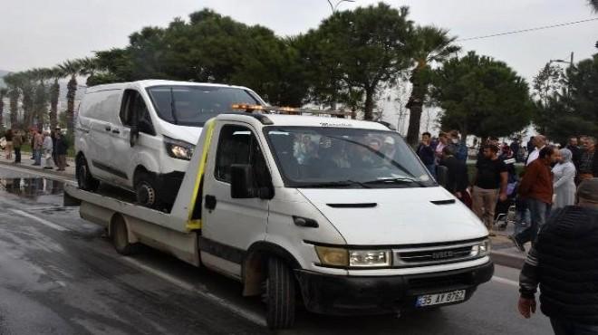 İzmir'de minibüs devrildi: 3 yaralı!