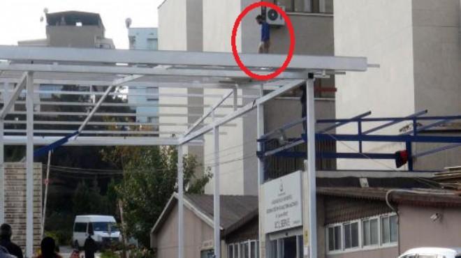İzmir'de o hastaneye giden donup kalıyor... Bu işçi ne yapıyor?