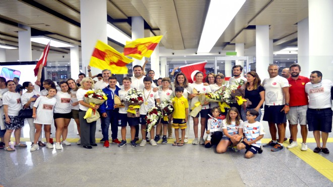 İzmir'de Optimist Milli Takımı'na coşkulu karşılama