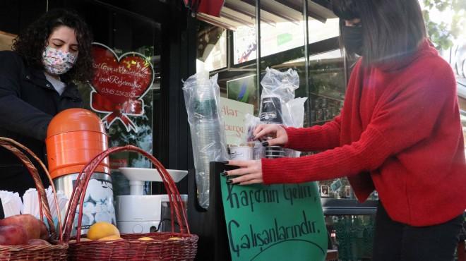 İzmir'de örnek dayanışma: Bu kafenin geliri çalışanların!