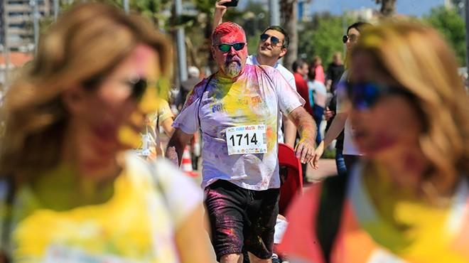İzmir'de renkli koşu