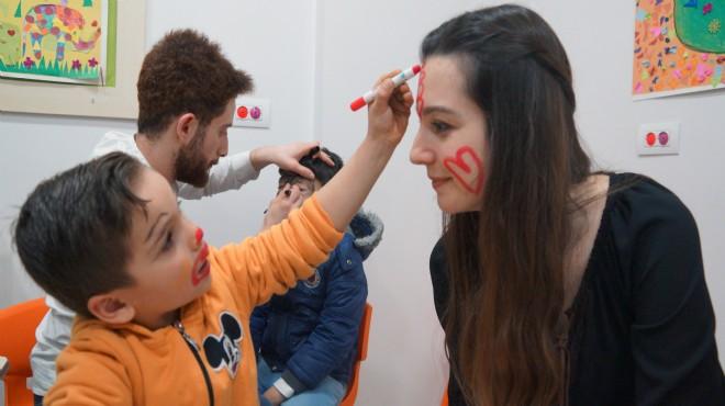 İzmir'de Suriyeli down sendromlu çocuklar için 'mutluluk' etkinliği