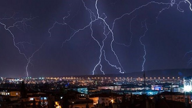İzmir'de yıldırım düştü: 69 keçi telef oldu