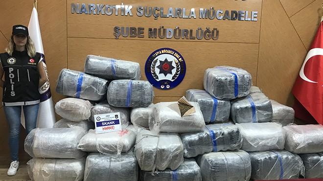 İzmir'de zehir tacirlerine ağır darbe: Yüzlerce kilo yakalandı!