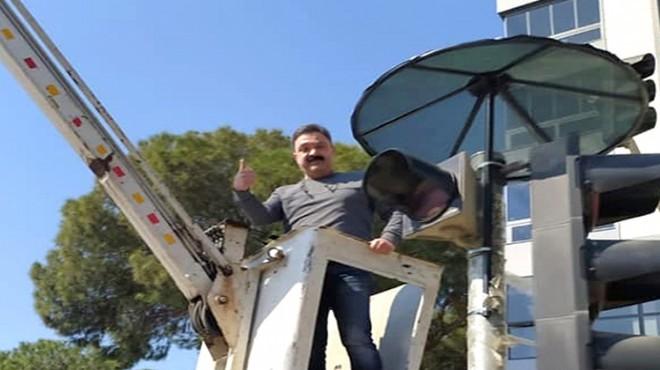 İzmir'in 'medyatik kumru'suna yeni şemsiye!