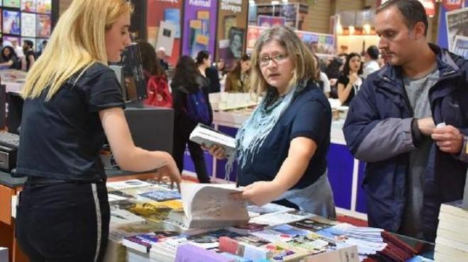 İzmir Kitap Fuarı'na son gününde yoğun ilgi