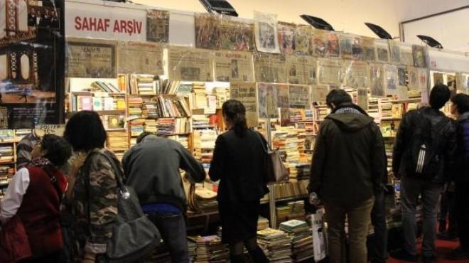 İzmir Kitap Fuarı'nda sahaflara yoğun ilgi