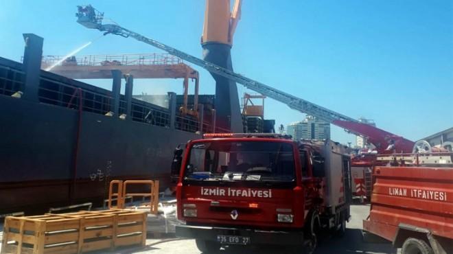 İzmir Limanı'nda gemide yangın!